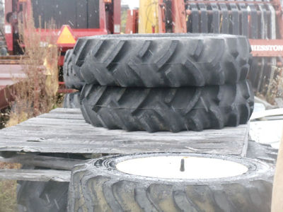 PAIR 18.4-16 REAR TRACTOR TIRES INDUSTRIAL TREAD FITS NH 2120
