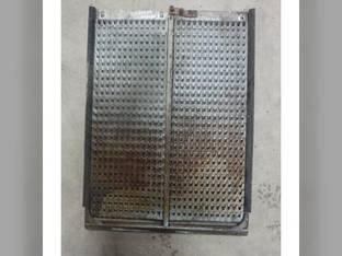 Used Top Chaffer Sieve John Deere 9500 SH 9650 CTS 9400 9510 SH 9550 9501 9510 9560 9660 CTS 9450 CTS CTSII 9550 SH 9500 9410 9560 SH AH132785